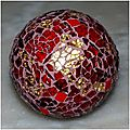 boule rouge et or