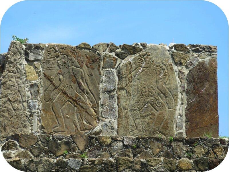 2 stèles gravées, temple des danseurs