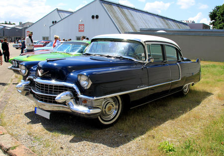 Cadillac_series_Sixty_two_4door_sedan_de_1955__RegioMotoClassica_2010__01