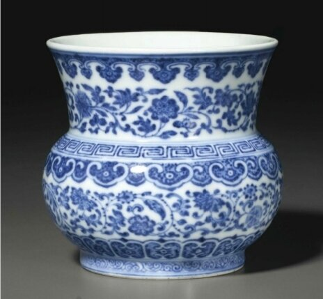 A rare blue and white 'Flower scroll' zhadou, Qianlong six-character seal mark in underglaze blue and of the period (1736-1795)