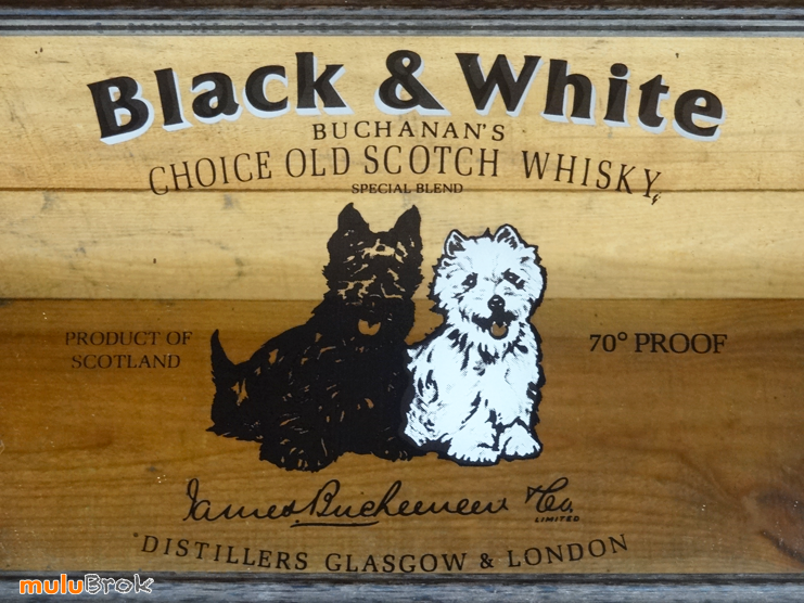BLACK-and-WHITE-whisky-3-muluBrok