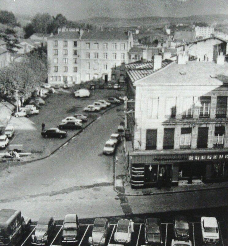 place Saint-Pierre années 1960 (1)