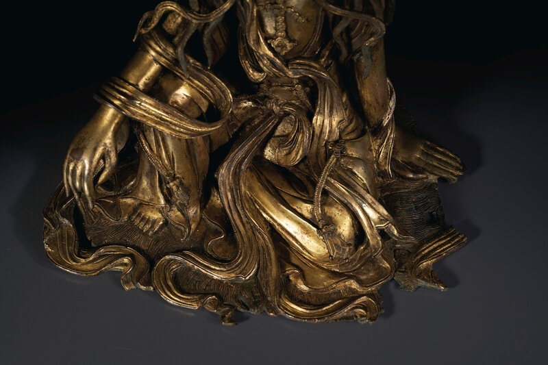 2020_NYR_19038_0810_008(a_very_rare_gilt-bronze_figure_of_white-robed_guanyin_china_ming_dynas020052)