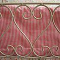 Parure 'coeur' pour lit de poupée