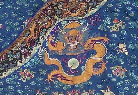 A_blue_silk_ground_embroidered_dragon_robe1