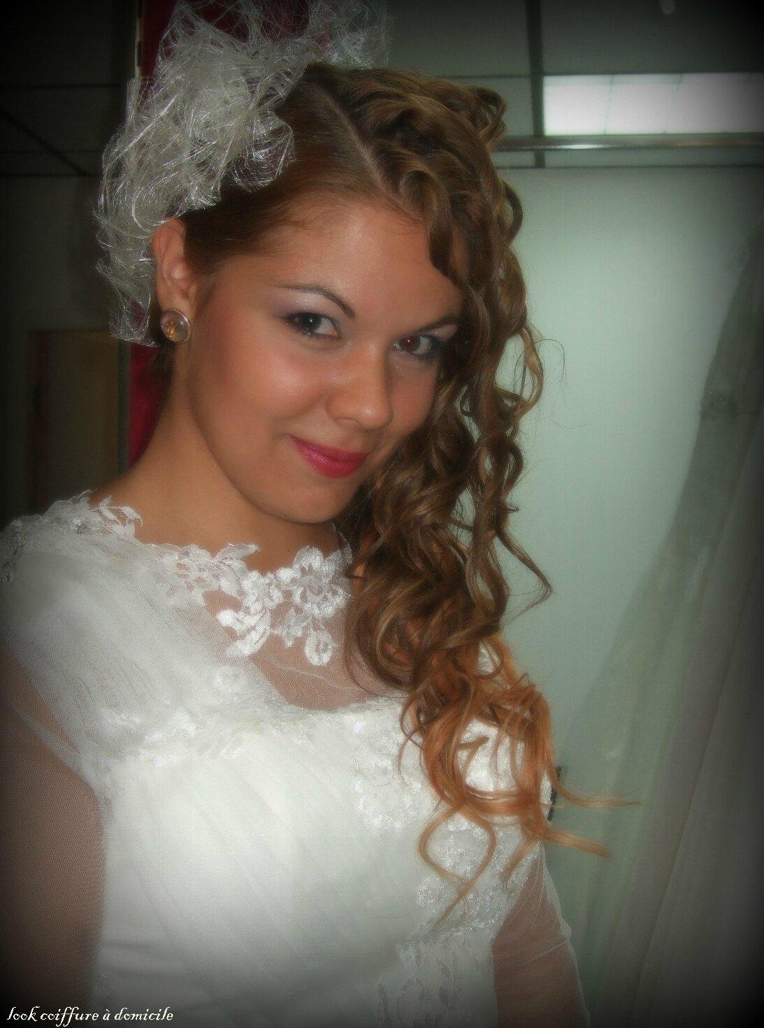 Coiffure de mariage avec des tresses et des boucles