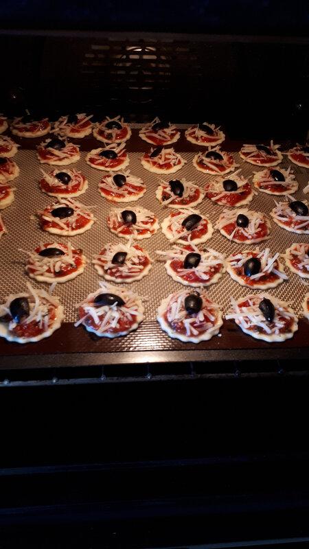 Minis croissants et minies pizzas pour l'apéritif 034