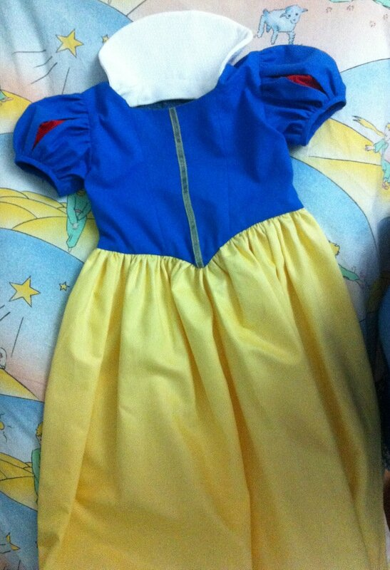 Blanche Neige costume
