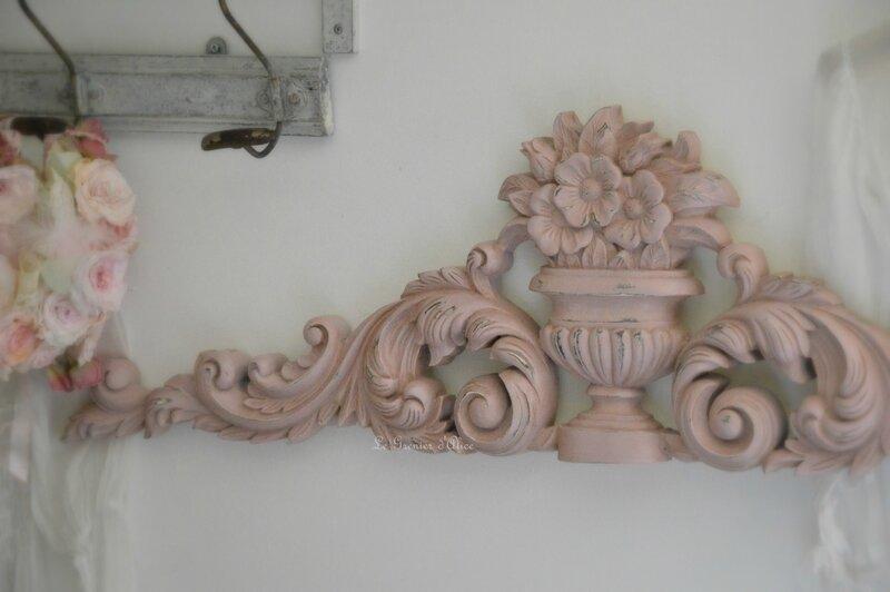 Fronton-shabby-chic-fronton-patine-vieux-rose-fronton-romantique-fronton-haut-de-porte-decoration-interieure-de-style-cosy-ambiance-charme-3