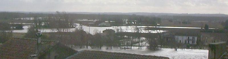 L'eau commence à rentrer derrière St Germain