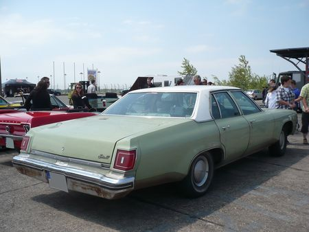 OLDSMOBILE_Delta_88_4door_Sedan_1975_Lahr__2_