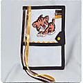 Protège carnet de santé à broder LION