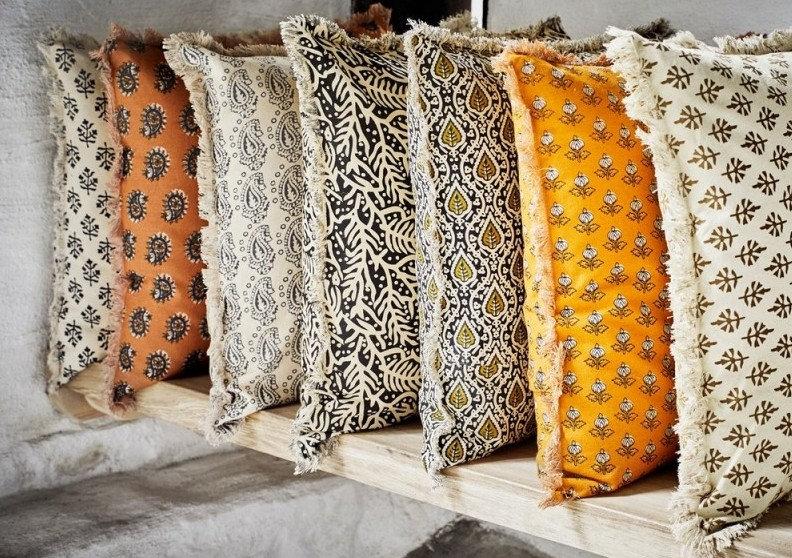 madam-stoltz-coussin-retro-vintage-franges-coton-imprime-gris