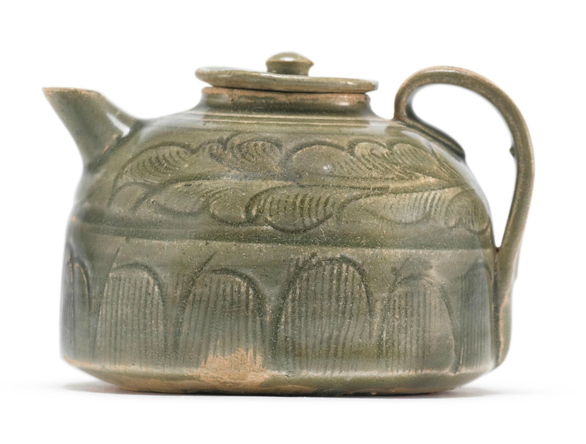 A Zhejiang celadon-glazed ewer and cover, Northern Song dynasty