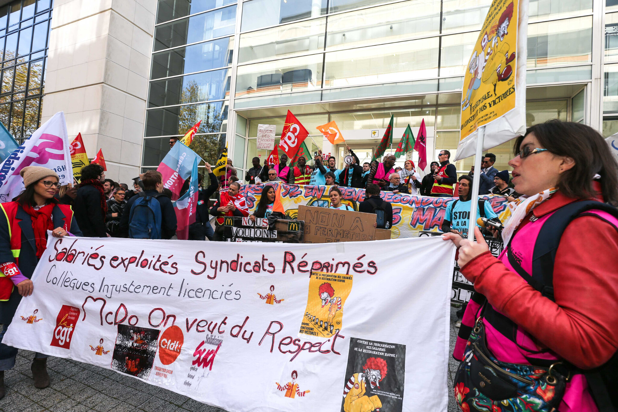 Manifestation devant le siège de McDonald's France. © Michel Stoupak. Mar 23.10.2018.