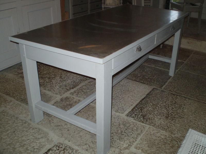 Une Table Pour Travailler Chiffonniere D Etoiles