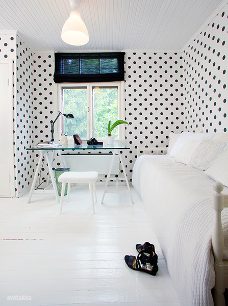 home_office_with_polka_dots_wallpaper_1_