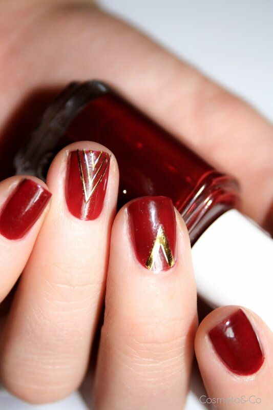 nail art Essie Bordeaux stickers triangle BornPretty