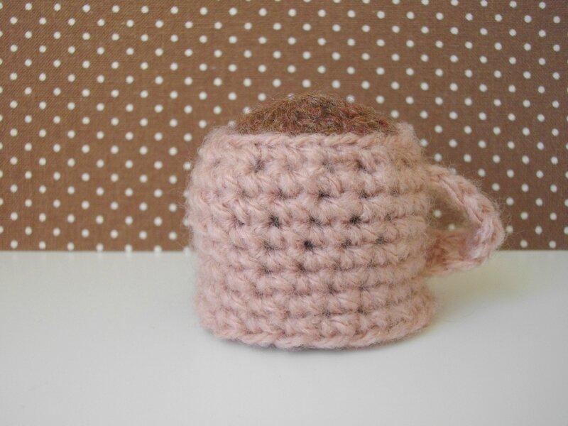 tasse-chocolat-chaud-crochet-rose-vintage-pois-mets-ton-bonnet-innocent-france
