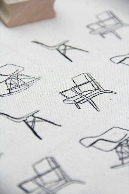 coussin motif chaises4
