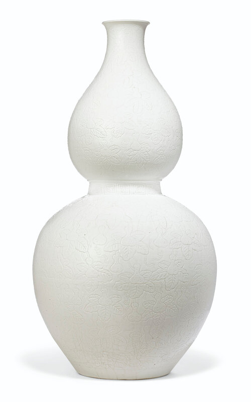 2019_NYR_17646_0760_000(a_large_incised_white-glazed_double-gourd_vase_18th-19th_century)