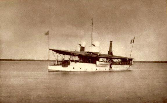 canonnière Yatagan sur le fleuve Rouge