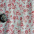 1207 - joli motif de petites fleurs pour ce tissu ancien