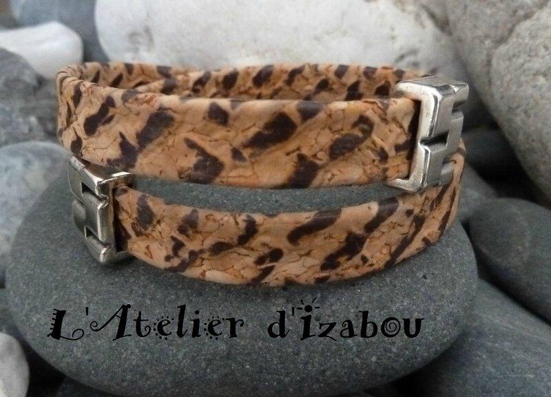 P1180680 Bracelet cuir aspect liège motif léopard et fermoir crochet, passants assortis