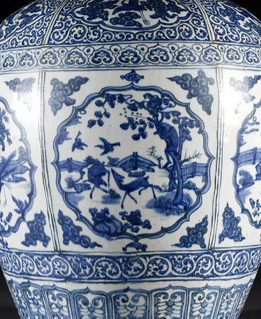 A_large_and_impressive_Ming_oviform_vase4