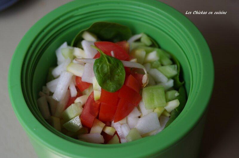 Salade épinard, soja, courgette, concombre, tomate, radis blanc (1)