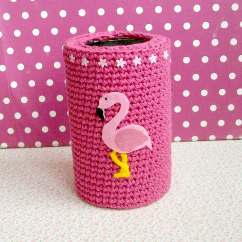 photo-carré-the-serial-crocheteuses-vide-poche-flamant-rose-sequin-fleurs-paillettes-pois-fond