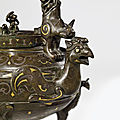 A gold and silver-inlaid bronze archaistic tripod ewer and cover,tiliang he, ming dynasty (1368-1644)