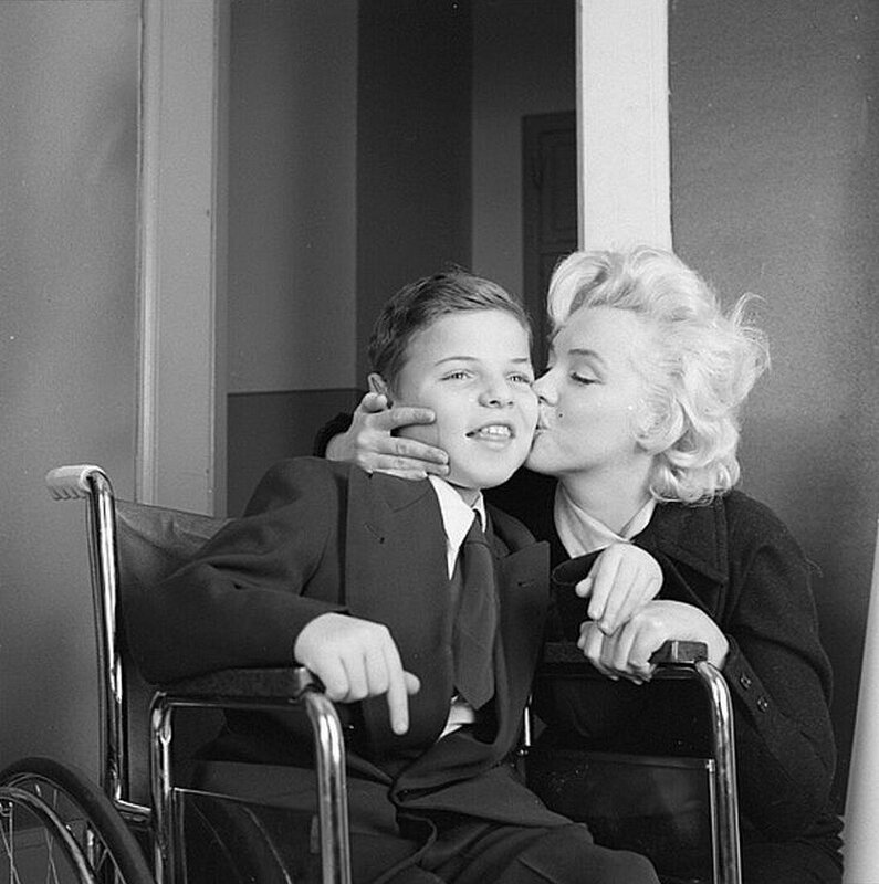 1955-11-17-ny-Thanksgiving_Muscular_Dystrophy-040-1-by_mhg-1a