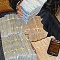 Portefeuille magique magnétiser qui vomit des vrai billets de banque