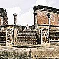 c-POLONNARUWA-temple-img008