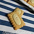 Biscuits tartelettes rectangles cacahuètes et chocolat blanc