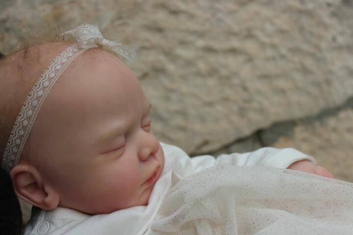Un bébé reborn joliment endormi a trouvé sa maison - kit Gudrun Legler