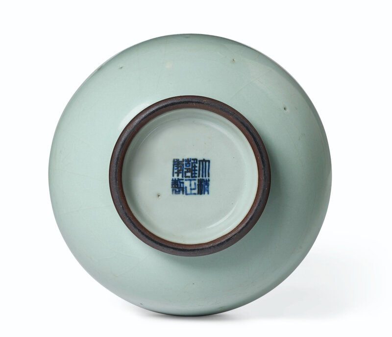 2020_NYR_19039_0852_003(a_guan-type_hu-form_vase_china_qing_dynasty_yongzheng_six-character_se050119)