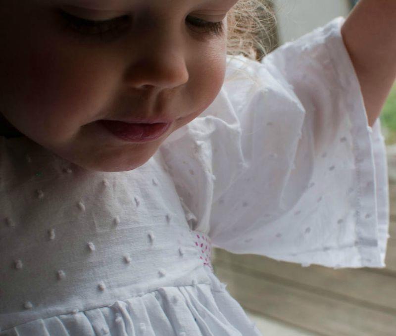 robe ange Nais zoom visage
