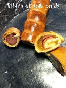 Saucisse fumée en pâte et chausson jambon fumé-chèvre bûche-confit d'oignon coupe