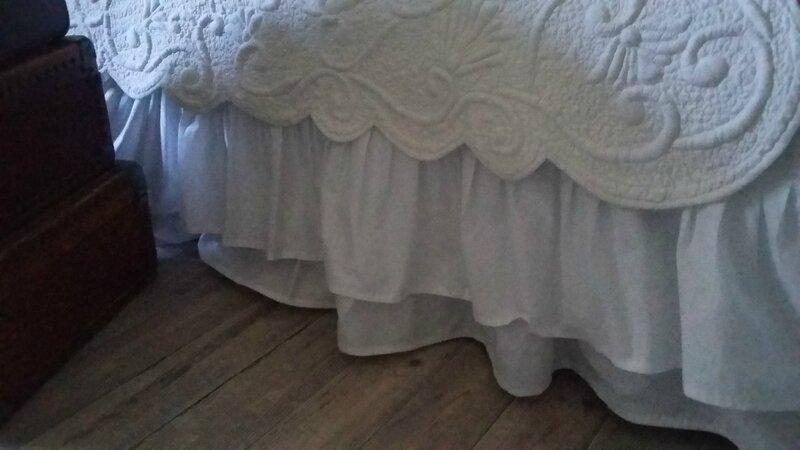 Cache sommier en coton blanc avec deux volants