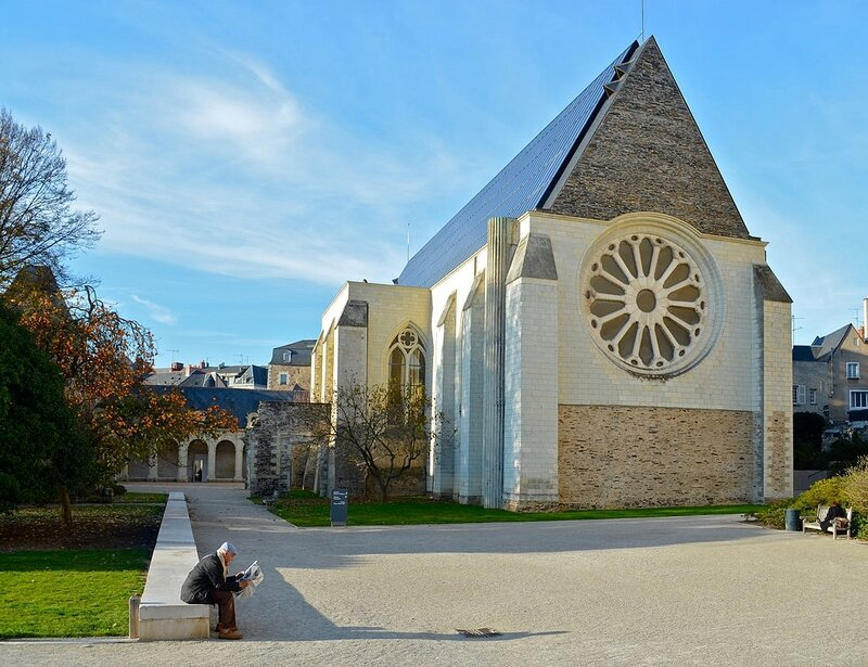 1024px-Angers_-_Abbaye_Toussaint_(1)