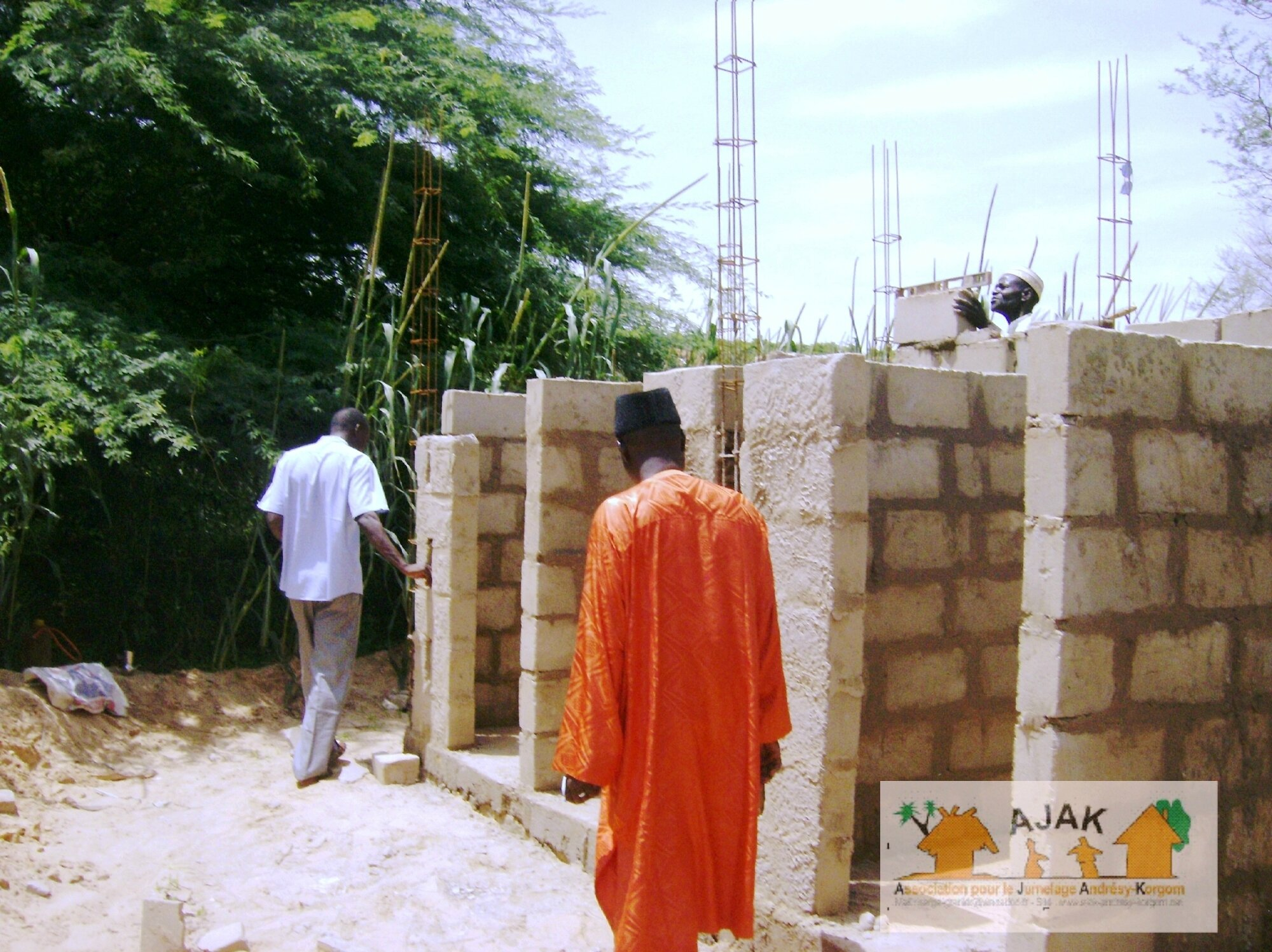 latrines CEG - montages des murs 7
