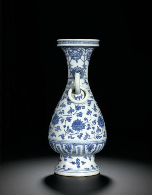 Another view of the Fine And Very Rare Blue And White 'Lotus' Temple Vase, Ming Dynasty, Chenghua Period. Photo Sotheby's