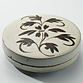 A Cizhou painted 'floral' circular box and cover, Northern Song-Ji