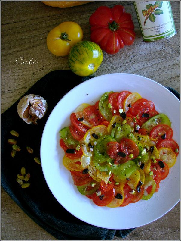 Carpaccio aux Trois Tomates, Ail Noir & Pistaches 001