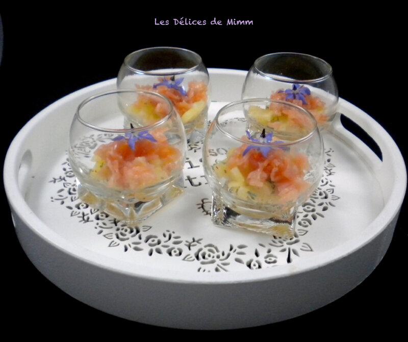 Verrine de tartare de saumon fumé et ananas pour l'apéro
