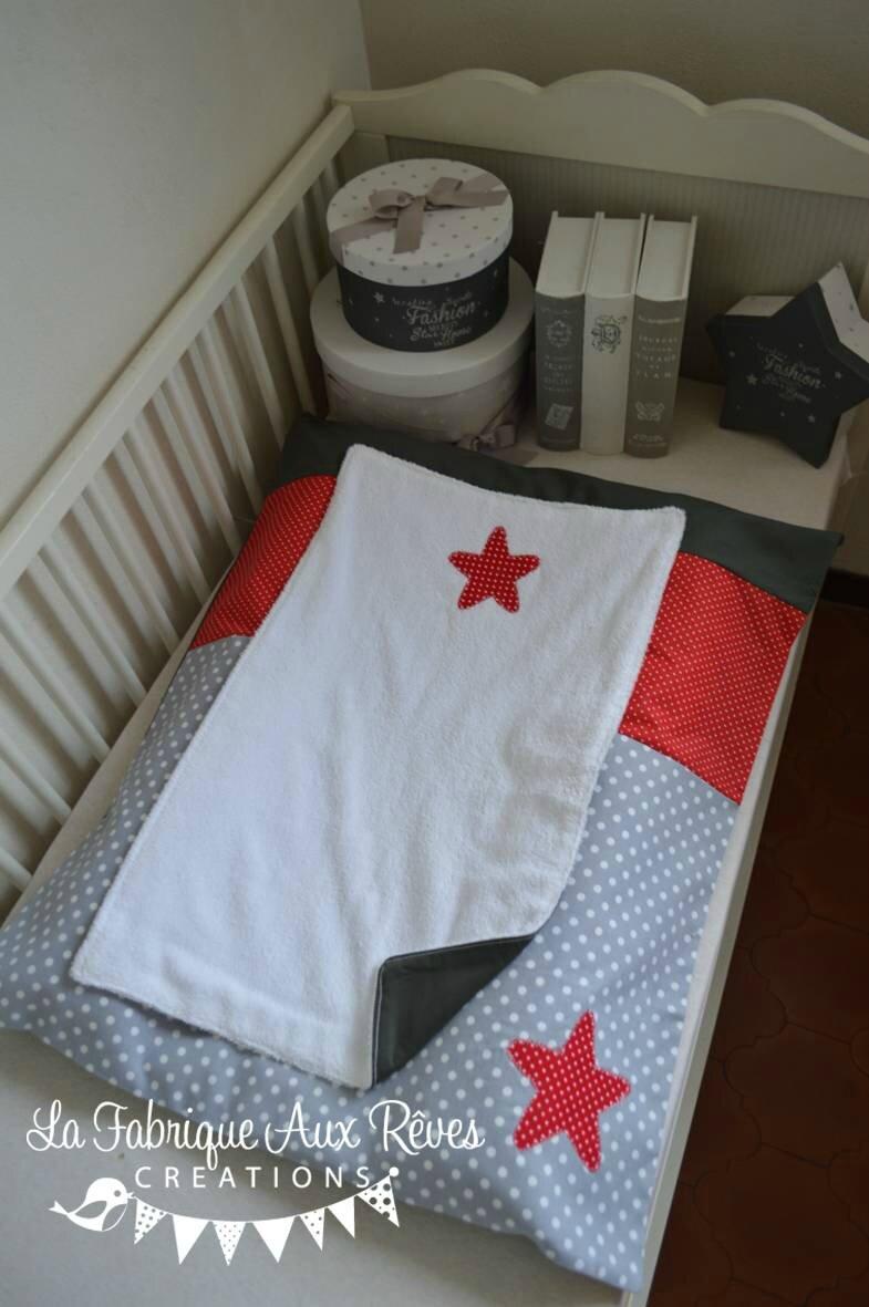 housse matelas à langer étoiles rouge gris blanc - décoration chambre bébé rouge gris blanc hibou étoiles