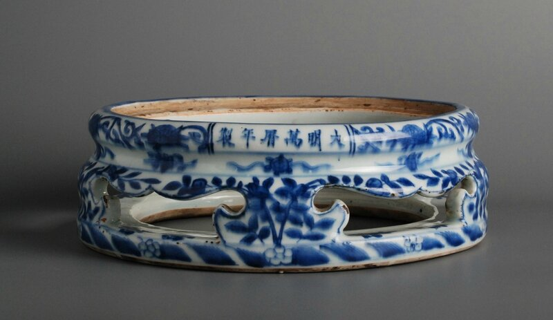 Porcelain Stand, China, Six character mark of Wanli and of the period (1573-1620)