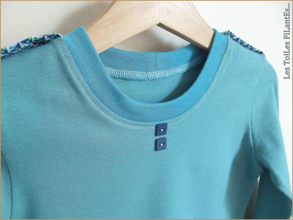 Tee-shirt vert lagon et salopette bleu2